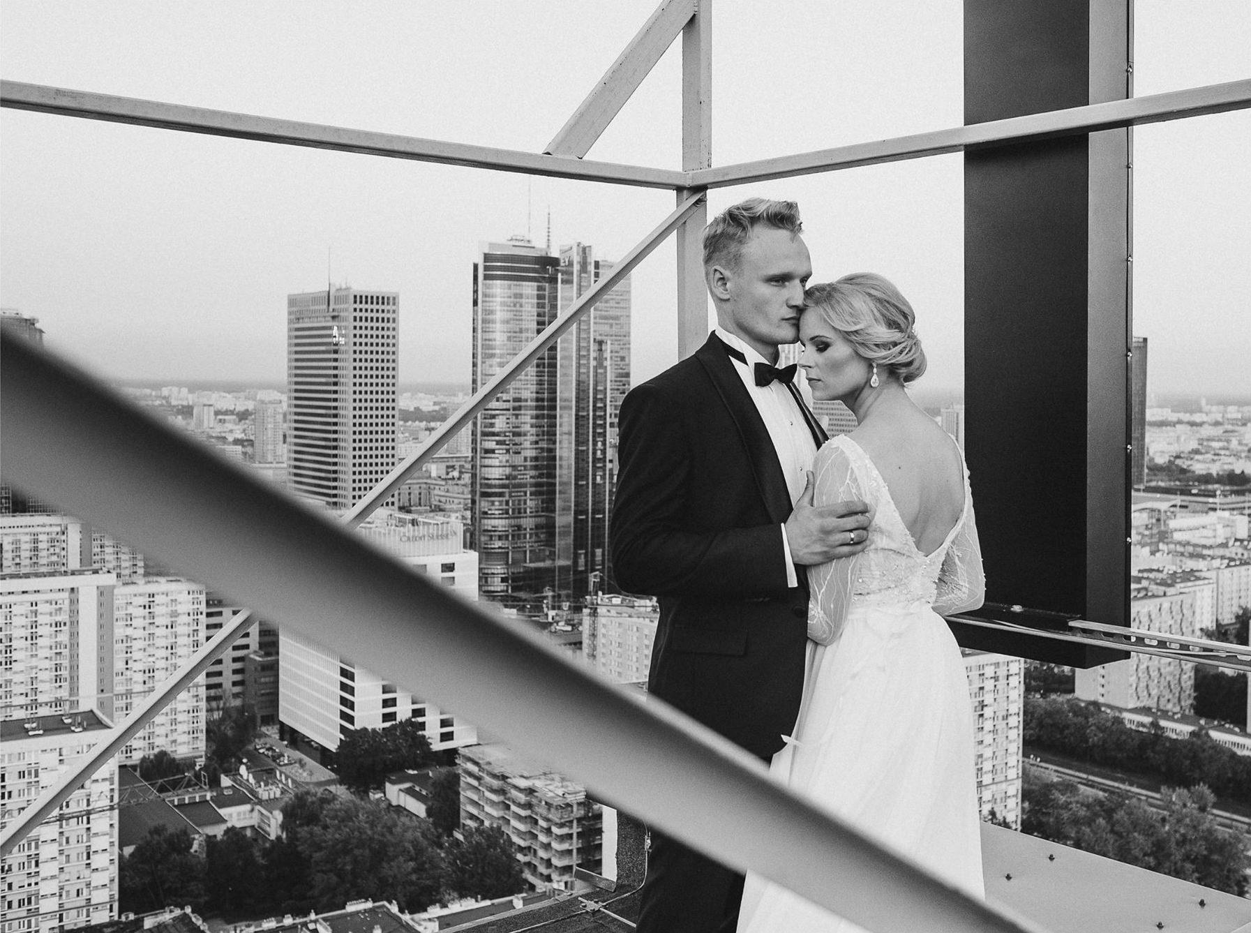 Sesja ślubna na dachu